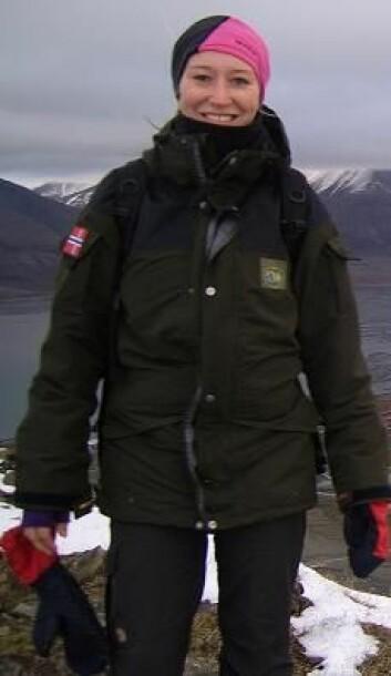 Silje-Kristin Jensen har i masteroppgaven i biologi studert mulige smitteveier av parasitten Toxoplasma gondii hos isbjørn. (Foto: Magnus Andersen/Norsk Polarinstitutt)