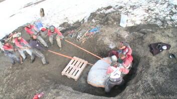 Jørn Hurum og kolleger på fossiljakt på Svalbard.  (Foto: Atlantic Productions)