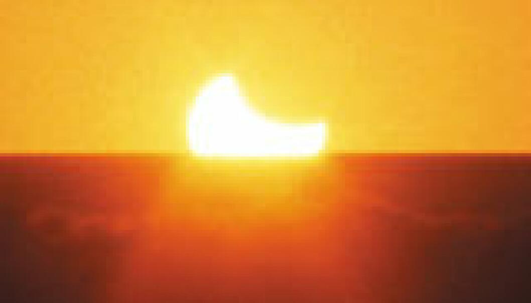 """""""Solformørkelsen 4. desember 2002 i Australia. Synet av en delvis formørket sol som gikk ned var meget imponerende. Vår formørkelse vil ligne denne, men være mye større enn på bildet. (Foto: Gitte Rydberg)"""""""