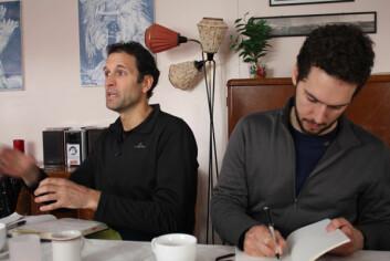 De to canadiske forskerne Robin Sydneysmith (t.v) og Mark Andrachuk har nylig vært i Norge for å lære mer om hvordan folk i Nord-Norge forholder seg til klimaendringer. (Foto: Petter Haugneland)