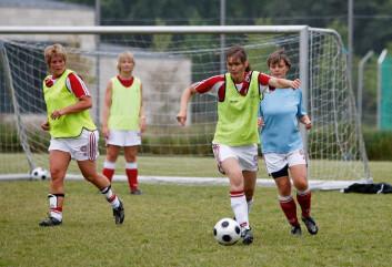Fotball er et bejublet lagspill verden over, ikke bare for sine fysiske utfordringer. I en ny studie vektlegger kvinner også den sosiale delen ved idretten. (Foto: Anders Kjærbye)