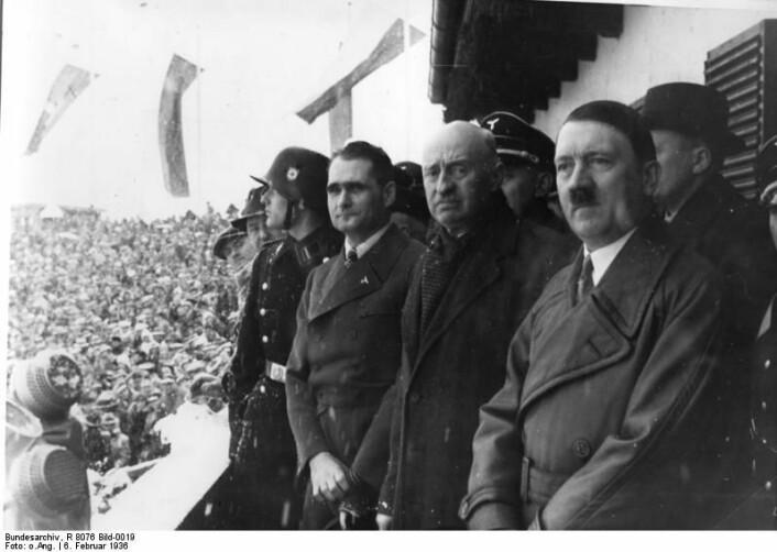 Vinter-OL foregikk i 1936 i Garmisch-Partenkirchen. Lekene var en del av Hitlers propaganda. (Foto: Wikimedia Commons/Deutsches Bundesarchiv (German Federal Archive), R 8076 Bild-0019)