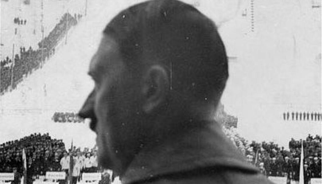Adolf Hitler i Olympiabakken under åpningen av vinter-OL 1936. (Foto: Wikimedia Commons/Deutsches Bundesarchiv (German Federal Archive), R 8076 Bild-0002)