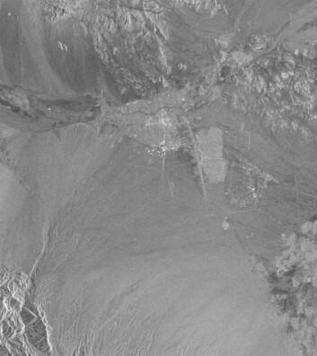 """""""Figur 1: Radarbilde som viser området rundt byen Bam."""""""