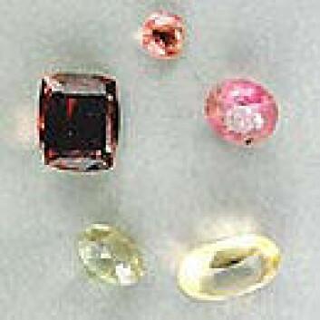Turmalin er ett av verdens mest fargerike mineraler. (Foto: Per Aas, Naturhistorisk museum/UiO)