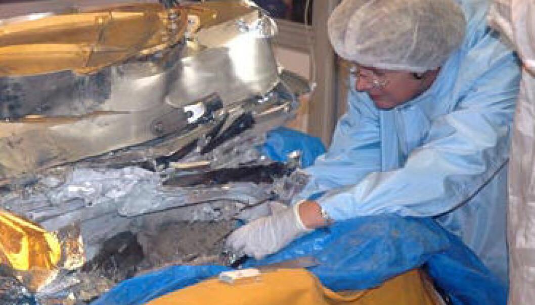 """""""Forskere fra NASA prøver å redde noe av den dyrebare lasten i vraket av Genesis."""""""