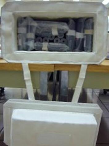 Forskerne har hittil frosset ned prøvene for å sikre kvaliteten på dem. Nå skal fryseboksene erstattes av små sylindere. (Foto: NTNU)