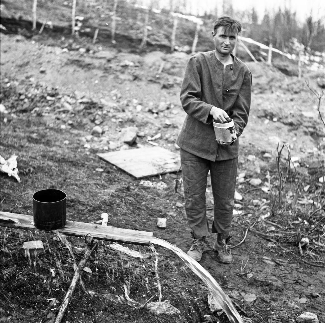 En av 500 russiske krigsfanger i Balsfjord. (Foto: Sven Hörnell/ Kamratföreningen Lapplands Jägar)