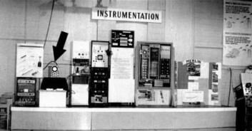 """""""Dette bildet er fra 1958 og viser oscilloskopet (under den svarte pila) og elektronikken som drev Tennis for Two. (Foto: Brookhaven National Laboratory)"""""""