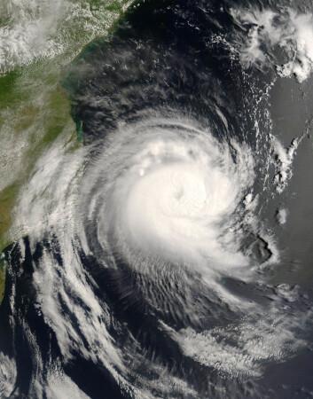 """""""Orkaner, som denne utenfor Afrikas vestkyst, forårsaker flom og enorme skader. (Illustrasjonsfoto:www.colourbox.no)"""""""