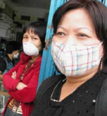 """""""Kvinner i Hanoi, Vietnam bruker munnbind for å unngå å bli smittet av SARS. (Foto: EPA)"""""""