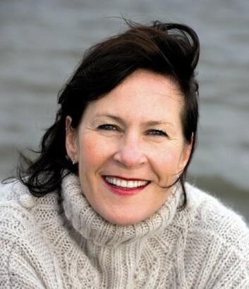 Forfatteren Vigdis Hjorth har, ifølge Conradi Andersen, tatt tilbake definisjonsmakten ved å aktivt iscensette seg selv som kvinnelig forfatter. (Foto: Siv-Elin Nærø, Cappelen Damm)