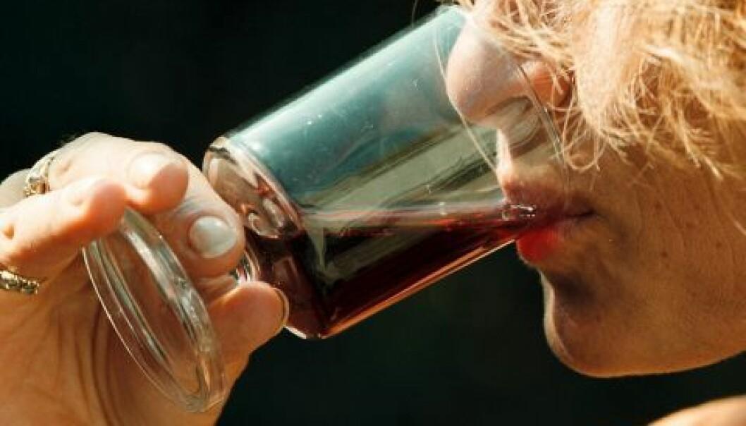 Dødeligheten blant kvinnelige alkoholikere er fire-fem ganger høyere enn blant kvinner generelt i normalbefolkningen, ifølge flere studier. (Illustrasjonsfoto: www.colourbox.no)