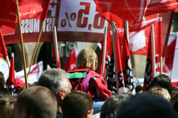 Tyske fagorganiserte er mindre utsatt for å miste jobben enn uorganiserte arbeidskollegaer, viser ny studie. Bildet viser fagforeningsmarkering i Tyskland.  (Illustrasjonsfoto: iStockphoto. Logoer er fjernet)