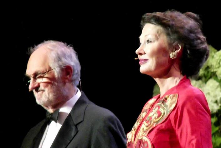 Alan Alda og Åse Kleveland var konferansierer på utdelingen av Kavliprisen 2010 i Konserthuset i Oslo.