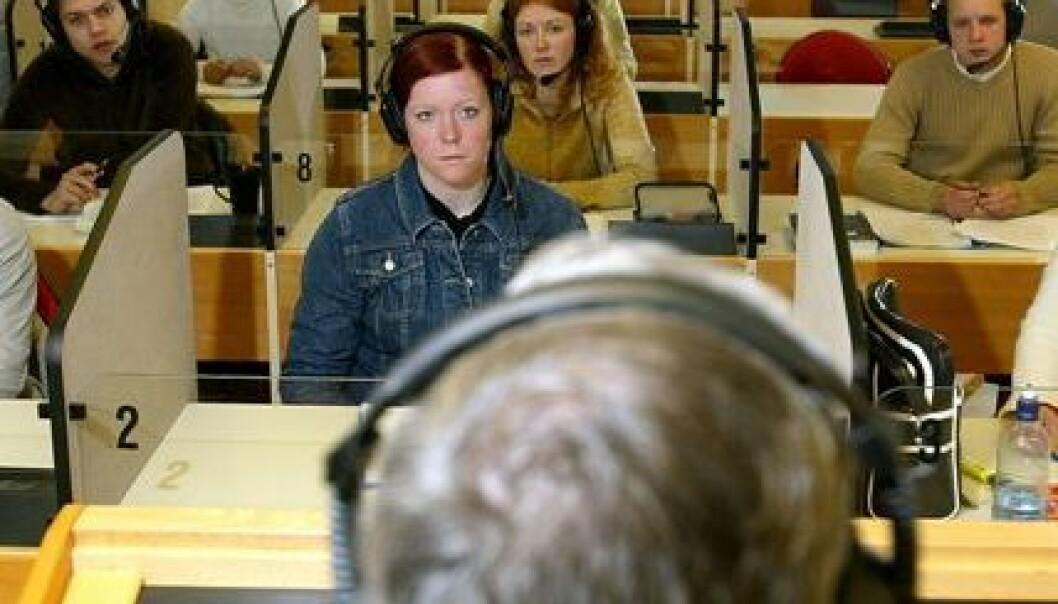 – Språket er en viktig kulturbærer, og det er viktig at vi får utviklet språkteknologi også på norsk, sier Torbjørn Svendsen. Bildet er fra språklaboratoriet på NTNU Dragvoll. (Foto: Rune Petter Ness)