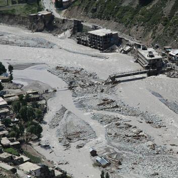 En bro skadet av flommen i Pakistan. (Foto: Horace Murray, U.S. Army/Wikimedia Commons)