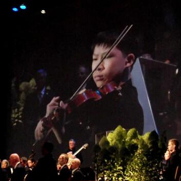 Vinner av Menhuinprisen 2010 i juniorklassen, Kerson Leong fra Canada, spilte på utdelingen av Kavliprisene 2010 i Oslo konserthus