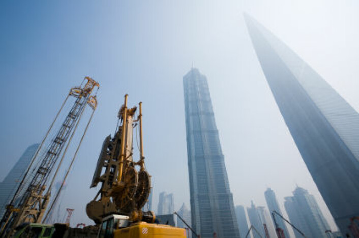 """""""I 2006 gikk Kina forbi USA og ble verdens største CO2-forurenser. Til høyre kan du se Jin Mao Tower, som med sine 492 meter er den høyeste bygningen i Shanghais finansdistrikt. (Foto: iStockphoto)"""""""