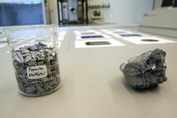 Silisium brukes til å lage solcellene på IFE. Silisium kan fremstilles som blant annet polykrystallinske biter, store enkrystaller eller tynne filmer. (Foto: Andreas R. Graven)