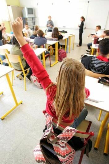 Mens 1970-tallets jenter fniste sjenert hvis de måtte snakke høyt i klassen, tok 90-tallets jenter ordet uten problemer. (Ill.: www.colourbox.no)