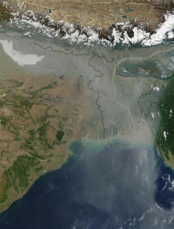 Bildet viser aerosolforurensning i Øst-India og Bangladesh. (Foto: Jacques Descloitres, NASA/GSFC)
