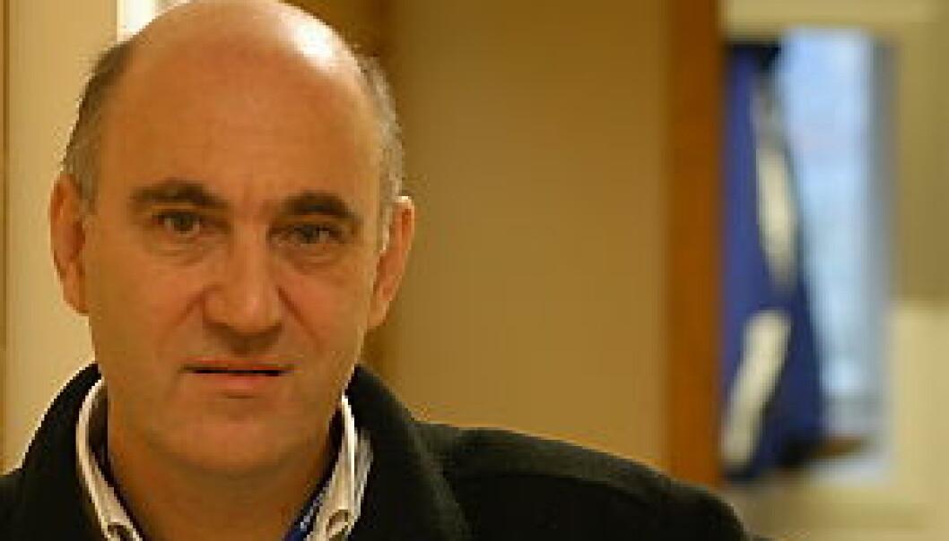 """Daniel Apollon representerer 535 universiteter under FN-toppmøtet World Summit of The Information Society"""