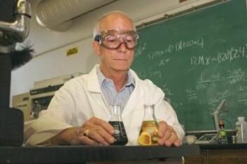 Kjemiker Joe Vinson tester fullkorn for antioksidanter. (Foto: University of Scranton/Stan Zygmunt)