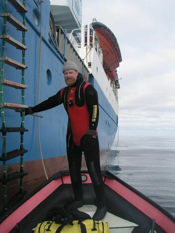 """""""Toktleder på Alkekongeprosjektet, Haakon Hop, sier at vi nå er på vei inn i en kuldeperiode, men at trenden er at temperaturen i arktiske områder stiger. (Foto: Philip Riel, Norsk Polarinstitutt)"""""""