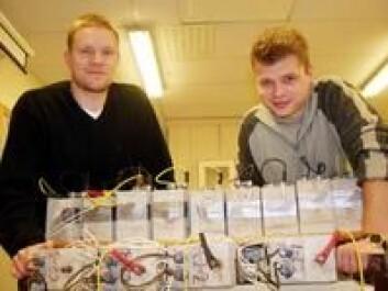 """""""Bård Arntsen og Roy Antonsen forsker på hvordan man kan redusere betongskader ved å benytte elektrisk strøm."""""""