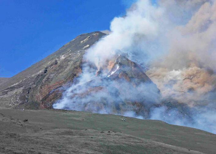 Etna på den italienske øya Sicilia regnes som Europas største aktive vulkan. Ny geofysisk modell kan ha avslørt hvorfor Etna finnes og hvorfor den fortsatt spyr ild. (Foto: Sebastian Litrico)