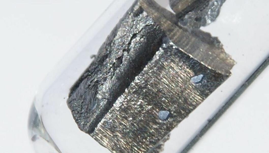 En av de sjeldne jordartene er grunnstoffet neodym. Det er svært populært i industrien fordi det selv i små mengder gir svært sterke permanente magneter. Vestas og Siemens bruker for eksempel neodym når de produserer generatorer til vindmøller. (Foto: Wikimedia Commons)