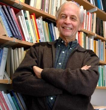 – Det er trist at julebukkskikken er på vei ut, mener professor Kjell Ivar Vannebo. (Foto: Ram Gupta)