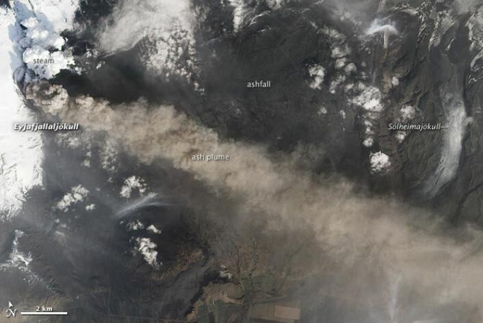 Bilder av vulkanskyen viser hvordan den sprer seg fra nord mot sør. (Foto: NASA)