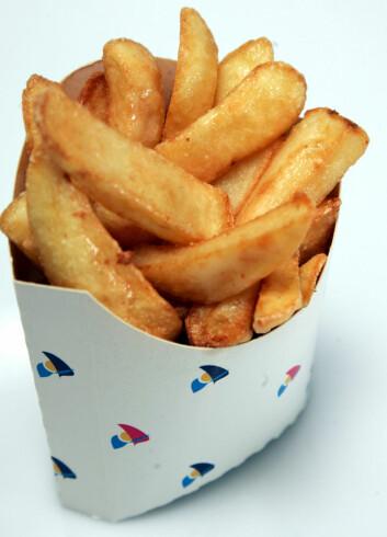Hurtigmat som pommes frites inneholder ofte transfett hvis man kjøper dem i ikkevestlige land. (Foto: Colourbox)