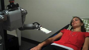Sykepleierroboten Cody, som tar på forsøkspersoner (Foto: Georgia Tech)
