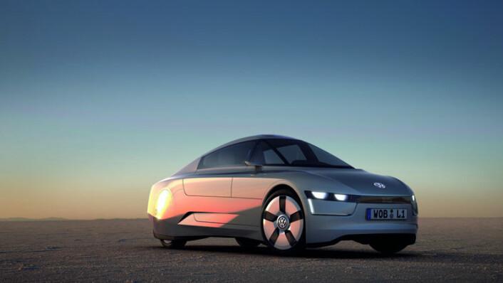 Konseptbilen VW L1 har et diesel-forbruk på rundt 0,1 liter pr. mil, og representerer en ekstrem utvikling av tradisjonell motorteknologi. Bilen skal etter Volkswagens planer settes i produksjon i 2013. (Foto: Møllergruppen)