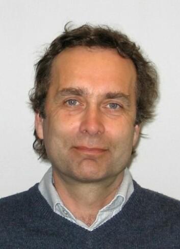 Atle Hindar leder arbeidet i NIVA med å utvikle surt aluminiums-metoden mot gyro. (Foto: Bjørn Faafeng/NIVA)