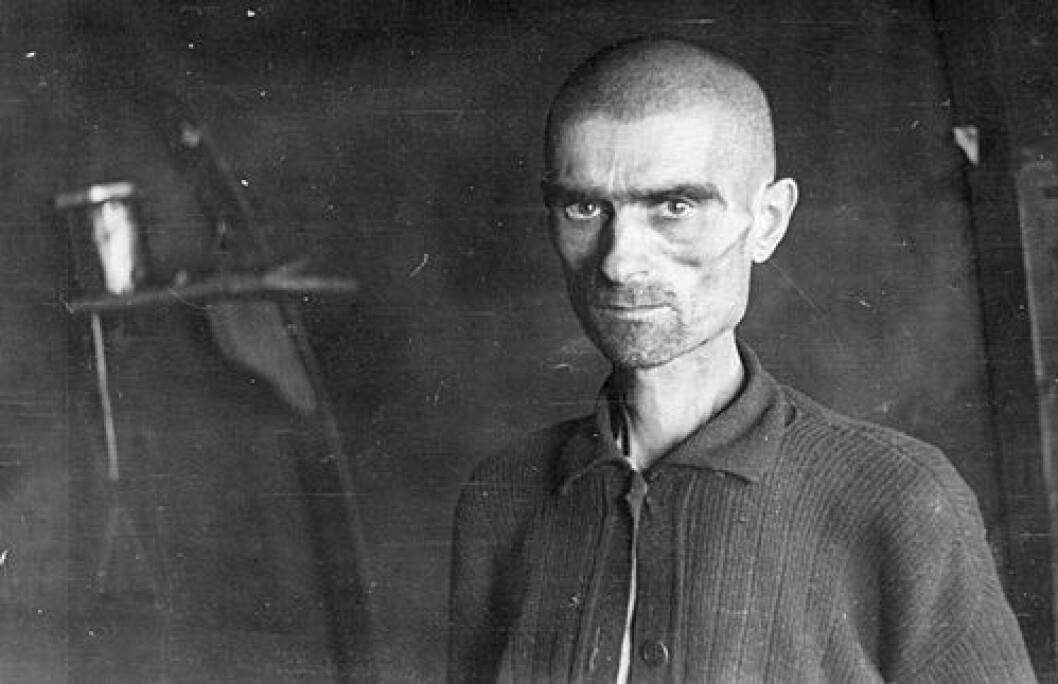 Sovjetisk krigsfange fotografert i Bjørnelva leir på Saltfjellet i 1945. (Foto: Leiv Kreybergs arkiv, Riksarkivet)