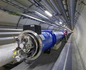 Large Hadron Collider (LHC) befinner seg i en stor, rund bane langt under jorda ved CERN i Sveits. Forskere skal forsøke å gjenskape forholdene som var da verden ble til, ved å sende ørsmå partikler mot hverandre. Foto: CERN