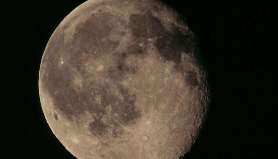 Mer vann på månen enn hittil antatt