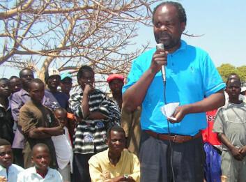 """""""I Zambia driver The Kaunda Foundation folkeopplysning om HIV på landsbygda."""""""