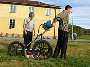 Arkeologene bruker moderne teknologi for å «finne igjen» bygningene i Falstadleiren. (Foto: Marek E. Jasinski)