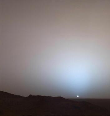 """""""Denne utsikten er det mange romorganisasjoner som ønsker seg. Her går sola ned over Gusev-krateret på Mars. (Foto: NASA)"""""""