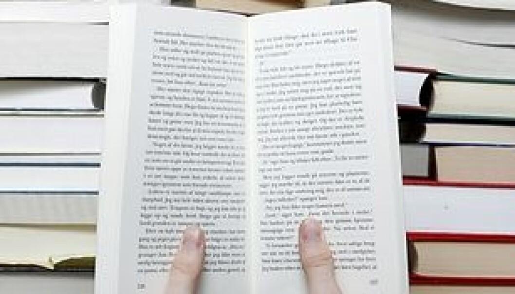 """""""Det finnes tonnevis av selvhjelpsbøker. Noen av dem tilbyr oppbyggende fraser som hevder å kunne hjelpe leseren til et herlig liv. (Illustrasjonsfoto: www.colorbox.no)"""""""