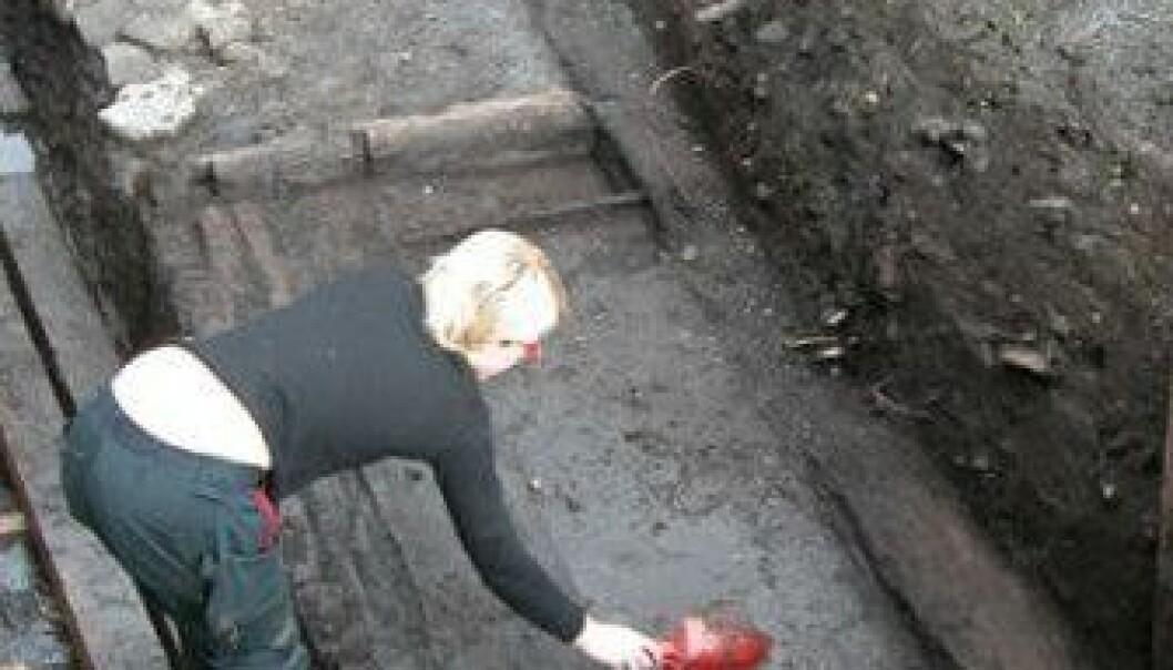 Under bakken finnes et underjordisk arkiv som kan fortelle mye om fortiden. Her fra en utgraving i Gamlebyen i Oslo. (Foto: Inger Karlberg/Riksantikvaren)