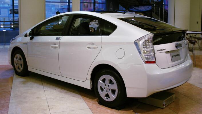 """""""Konsernsjefen i Toyota Norge etterlyser statlige insentiver for å få opp volumet av el-biler i Norge. Hybridbilen Toyota Prius ble tidligere denne måneden kåret til Årets Bil 2010 av Dagbladets jury. (Foto: Mytho88/Wikimedia Commons)"""""""