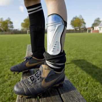 Leggskinner til tross; beina til fotballspillere er skadeutsatt. (Foto: colourbox.no)