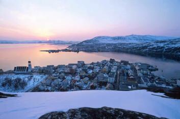 Solnedgang over Hammerfest i Finnmark. Forskere spår ny, kraftig vekst i regionen fram mot 2030. (Foto: Bjarne Riesto)