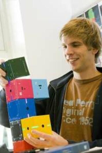 Jacob Nielsen har jobbet med klossene i doktorgradsprosjektet sitt. (Foto: Mærsk Instituttet på Syddansk Universitet)